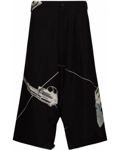 Czarne szorty z printem Yohji Yamamoto