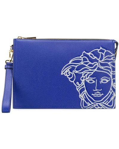 Синий кожаный клатч на молнии Versace
