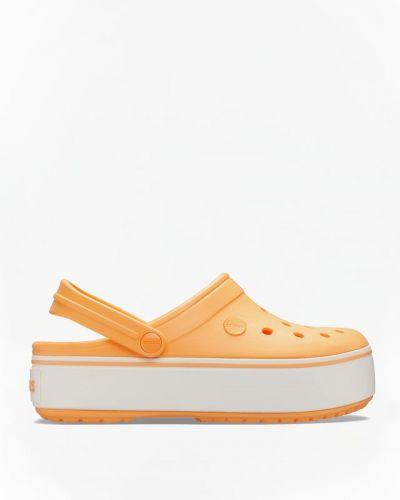 Ciepłe białe chodaki na koturnie Crocs