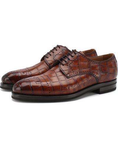 Классические туфли из кожи крокодила с узором Kiton