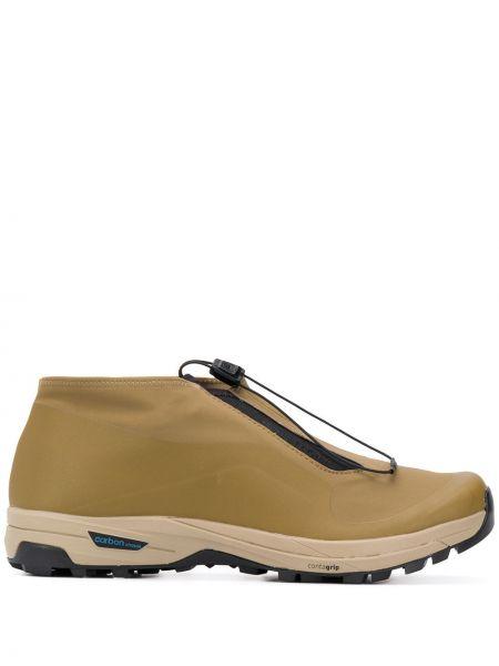 Коричневые кроссовки сетчатые на каблуке с вышивкой Salomon S/lab