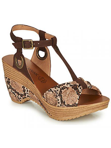 Szare sandały Chattawak