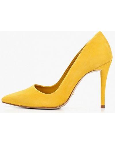 Босоножки на каблуке желтый Arezzo