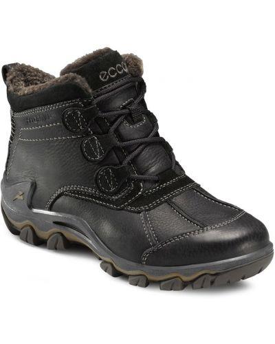 Зимние ботинки без каблука черные Ecco