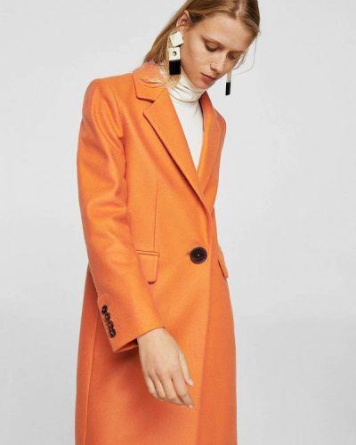 Оранжевое пальто весеннее Mango