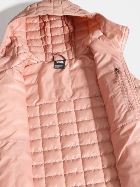 Утепленная розовая куртка на молнии The North Face