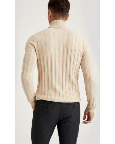 Трикотажный бежевый свитер с высоким воротником Defacto