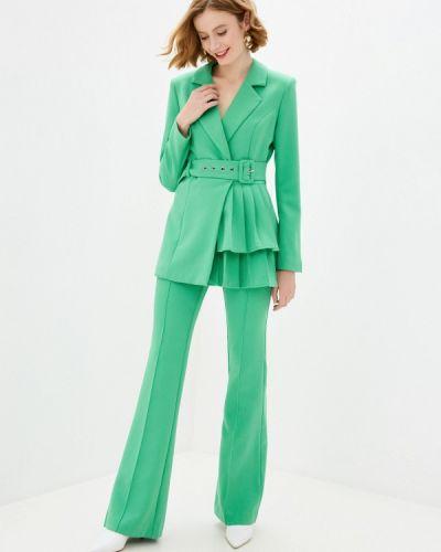 Костюмный зеленый брючный костюм Bezko
