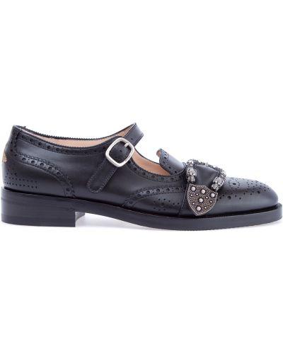 Туфли на каблуке кожаные с пряжкой Gucci