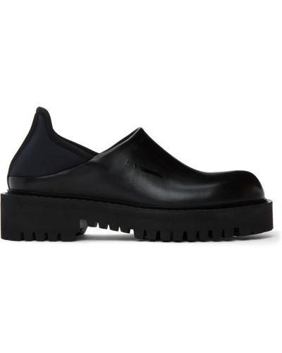 Czarne loafers na obcasie Valentino