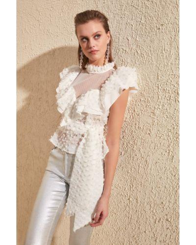 Biała bluzka z paskiem Trendyol