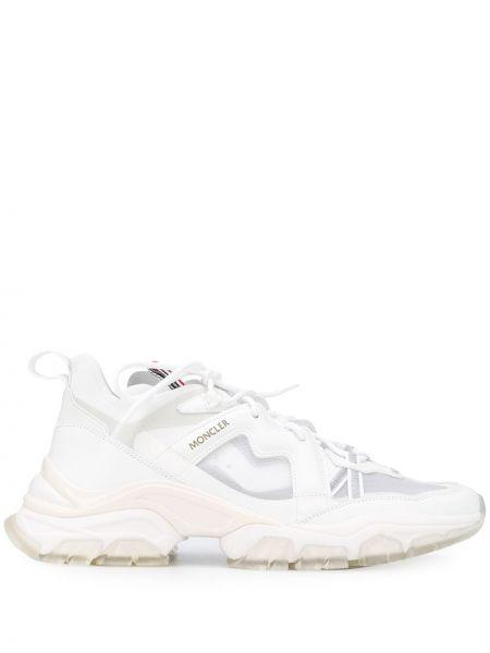 Белые кожаные кроссовки на шнуровке с сеткой Moncler