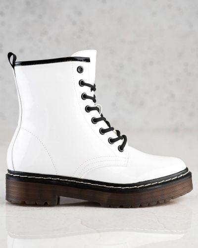 Białe botki lakierowane Shelovet