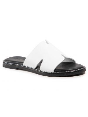 Białe sandały Tamaris