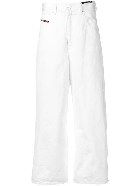 Белые укороченные джинсы с заплатками на пуговицах с поясом Diesel