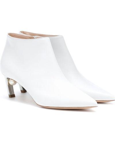 Skórzany biały buty na pięcie na pięcie z perłami Nicholas Kirkwood