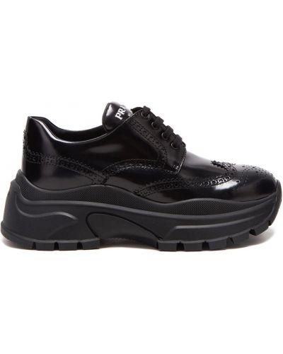 Кроссовки на платформе черные с перфорацией Prada