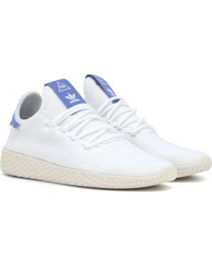 Białe sneakersy Adidas Originals = Pharrell Williams