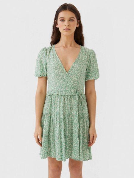 Платье с запахом зеленый Stradivarius