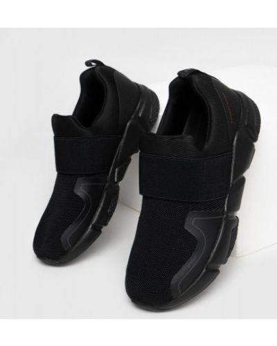 Черные текстильные кроссовки Ostin