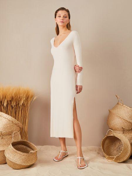 Платье с декольте айвори 12storeez