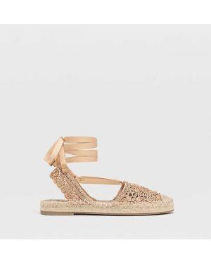 Туфли на каблуке ажурные без каблука Stradivarius