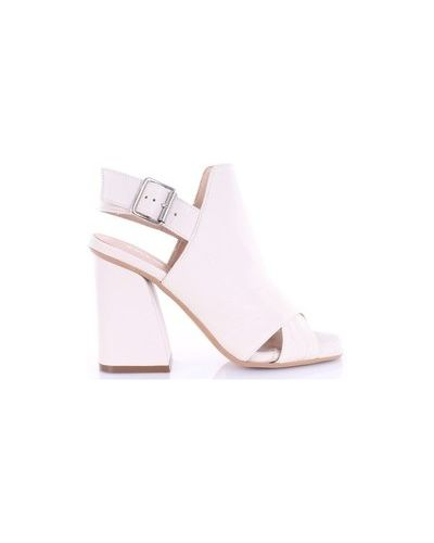 Beżowe sandały Carmens Padova