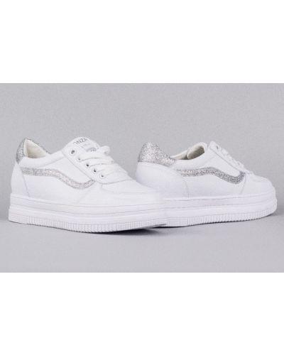 Белые кроссовки Lonza