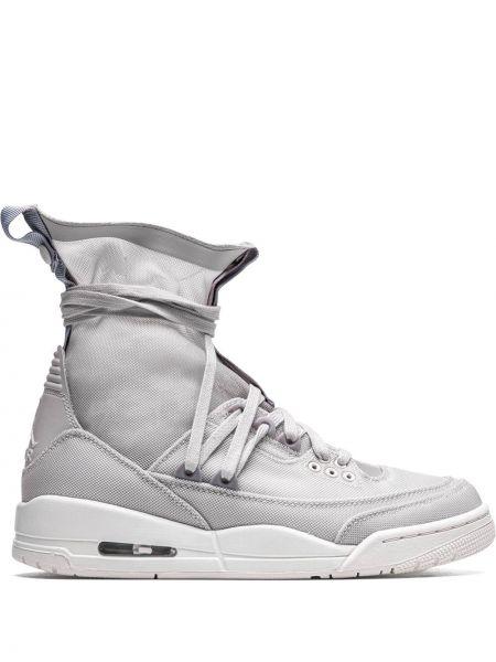 Серые кроссовки на шнуровке винтажные Jordan