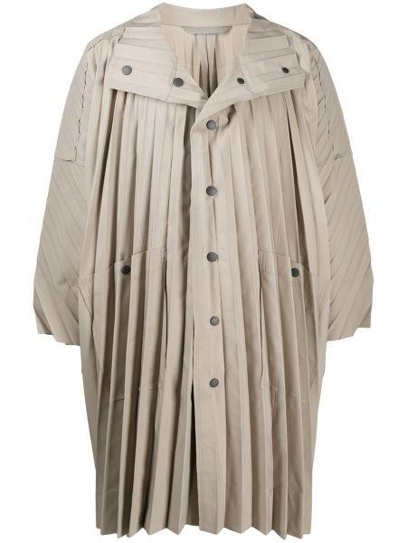 Плиссированное с рукавами бежевое длинное пальто Homme Plissé Issey Miyake