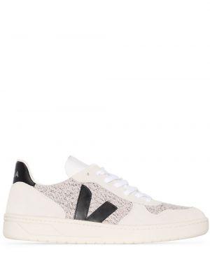 Текстильные белые кроссовки Veja