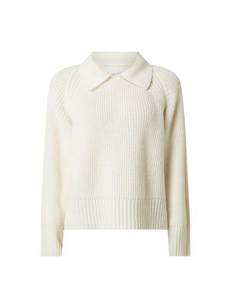 Prążkowany biały długi sweter wełniany Levete Room