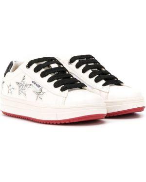 Skórzane sneakersy białe z brokatem Geox Kids