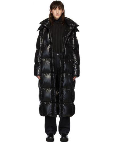 Пуховое стеганое черное длинное пальто с манжетами Moncler