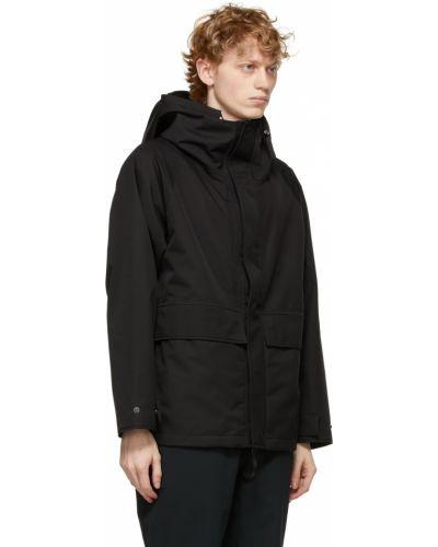 Czarna długa kurtka z kapturem z długimi rękawami Nanamica