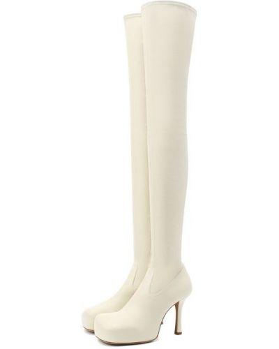 Бежевые кожаные ботфорты с подкладкой Bottega Veneta