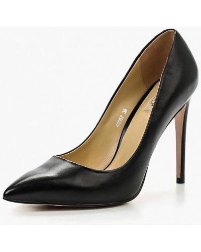 Туфли на каблуке кожаные осенние Vitacci