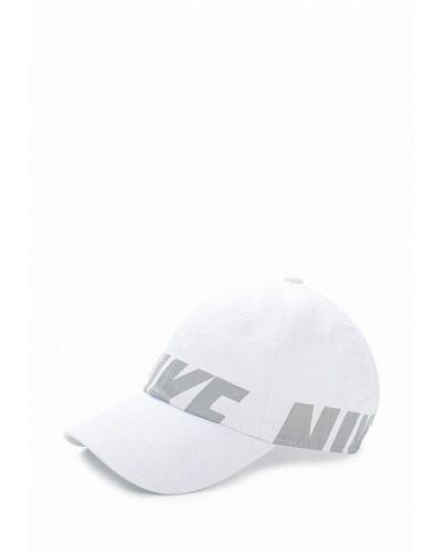 Белая панама Nike