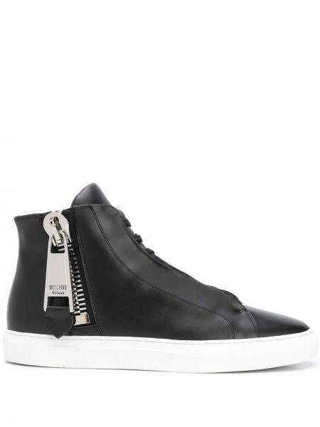 Czarny wysoki sneakersy okrągły z prawdziwej skóry okrągły nos Moschino