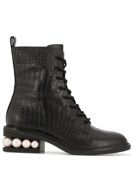Czarny buty na pięcie od krokodyla z perłami wytłoczony Nicholas Kirkwood
