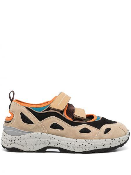 Beżowe sneakersy na obcasie Suicoke