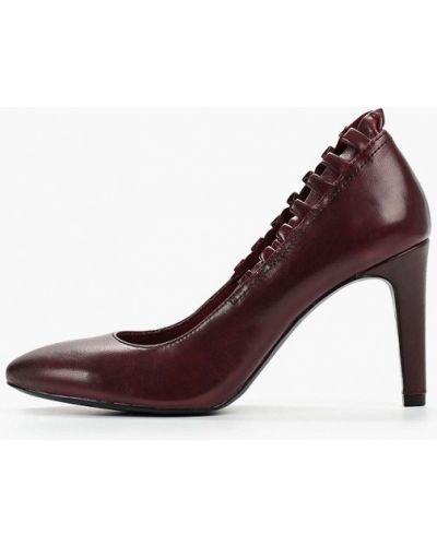 Туфли на каблуке кожаные бордовый Marcel Ostertag By Tamaris