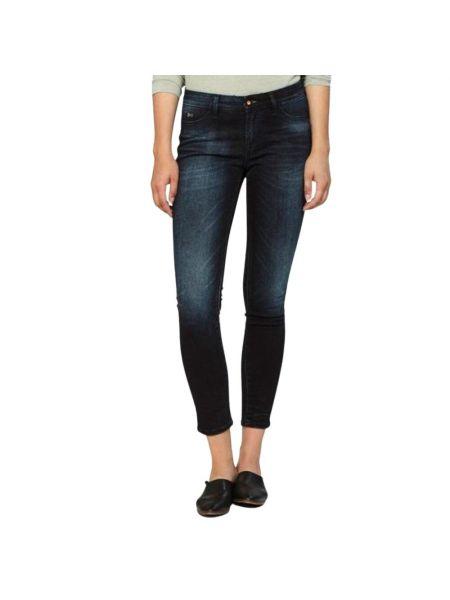Niebieskie jeansy z niskim stanem Denham