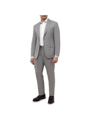 Серый шерстяной костюм Brioni