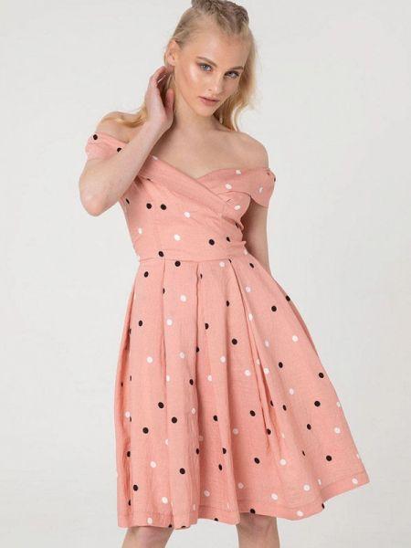 Розовое платье с открытыми плечами Lmp