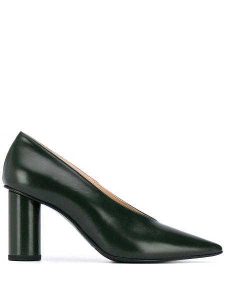 Кожаные зеленые туфли-лодочки на каблуке без застежки Christian Wijnants
