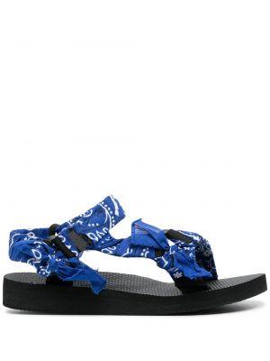 Niebieskie sandały peep toe z printem Arizona Love