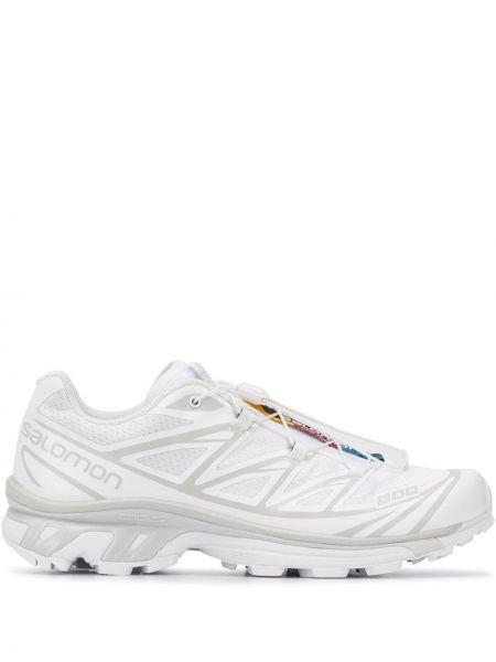 Белые кроссовки с заплатками на шнуровке круглые Salomon S/lab