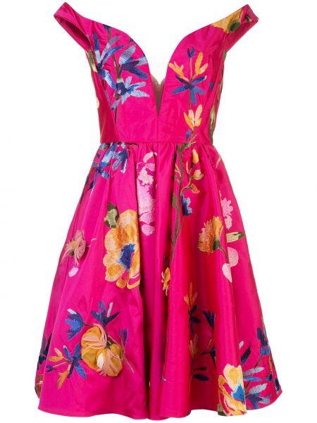 Облегающее розовое коктейльное платье с открытыми плечами Marchesa