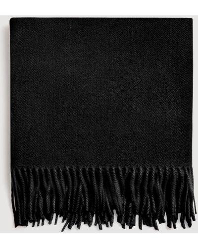 Черный шарф с бахромой Mango